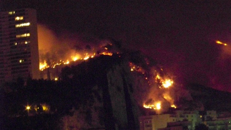 Photos du feu à Marseille. Feu_ma11