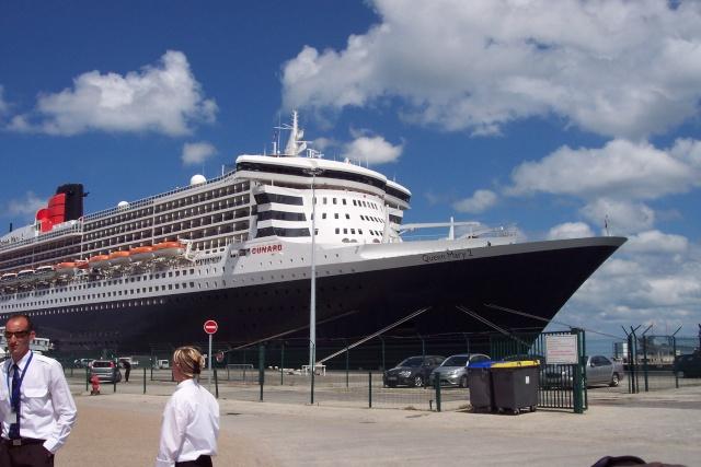 Le Queen Mary 2 à Tchibou! 100_2712