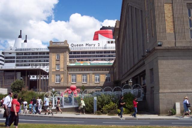 Le Queen Mary 2 à Tchibou! 100_2713