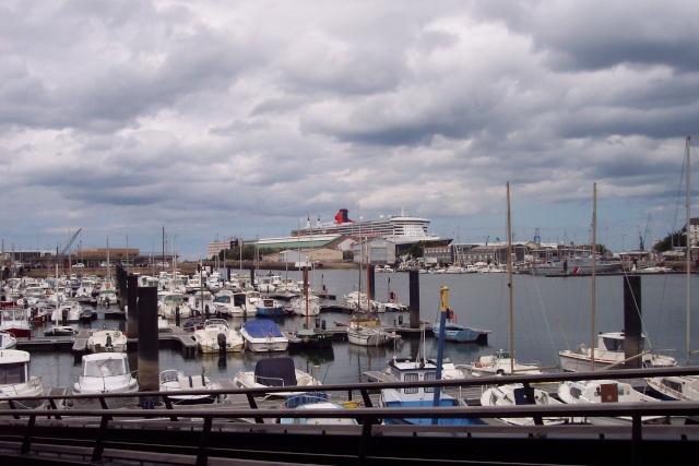Le Queen Mary 2 à Tchibou! 100_2716