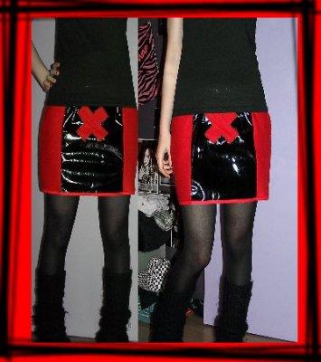 Tulipe-noire créa ... tenue alice aux pays des enfers revisité ,  cape polaire , tenu en vinyl pour sombre poupée , le tout porté sur mes clientes =) en ligne 24642210