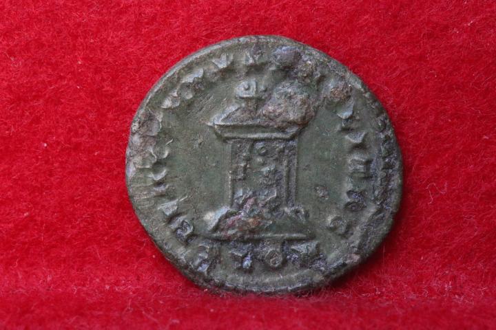 Ae3 de Constantin II, revers BEATA TRA-NQVILLITAS atelier Londres Img_4264