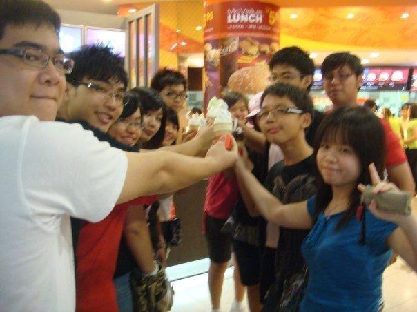 Alvin Chong Fan Club Group Photo! 6450_110