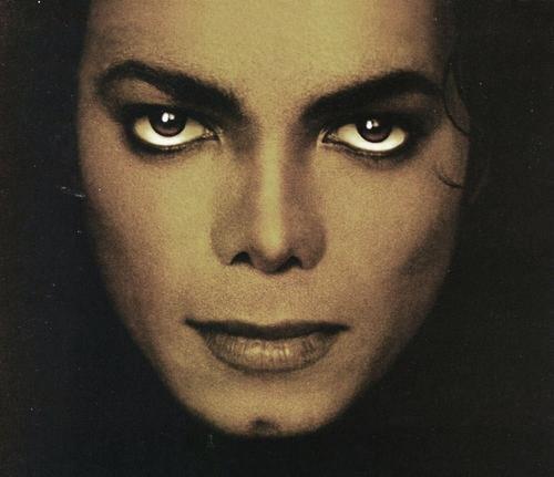 Quale foto di Michael usate per il desktop? - Pagina 3 6310