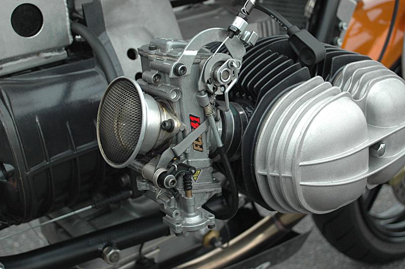 C'est ici qu'on met les bien molles....BMW Café Racer - Page 2 _r80hp10