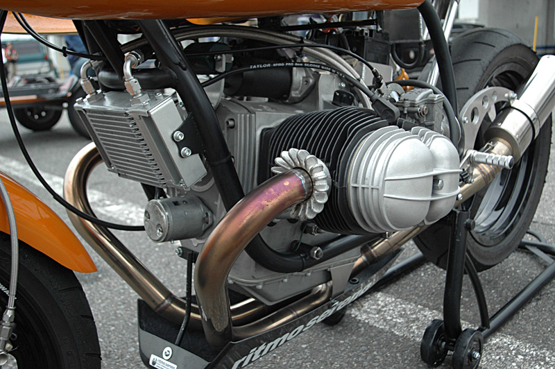 C'est ici qu'on met les bien molles....BMW Café Racer - Page 2 _r80hp11
