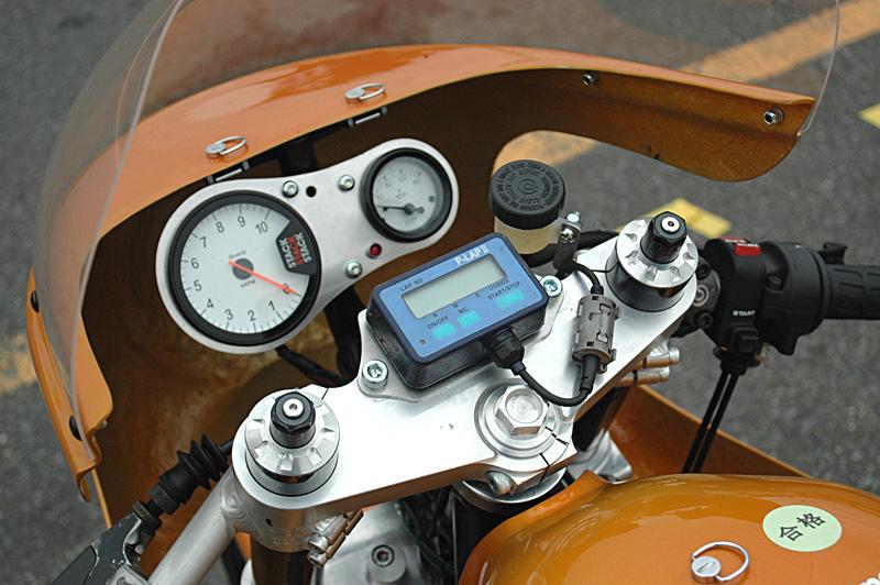 C'est ici qu'on met les bien molles....BMW Café Racer - Page 2 _r80hp13