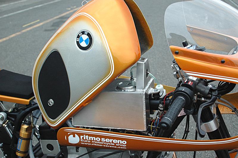 C'est ici qu'on met les bien molles....BMW Café Racer - Page 2 _r80hp14