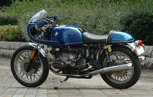 C'est ici qu'on met les bien molles....BMW Café Racer - Page 2 _rocke10