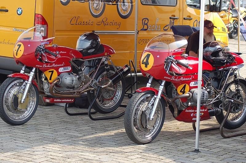 C'est ici qu'on met les bien molles....BMW Café Racer - Page 2 Becks_10