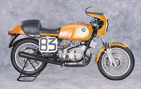 C'est ici qu'on met les bien molles....BMW Café Racer - Page 2 Bmw_r910