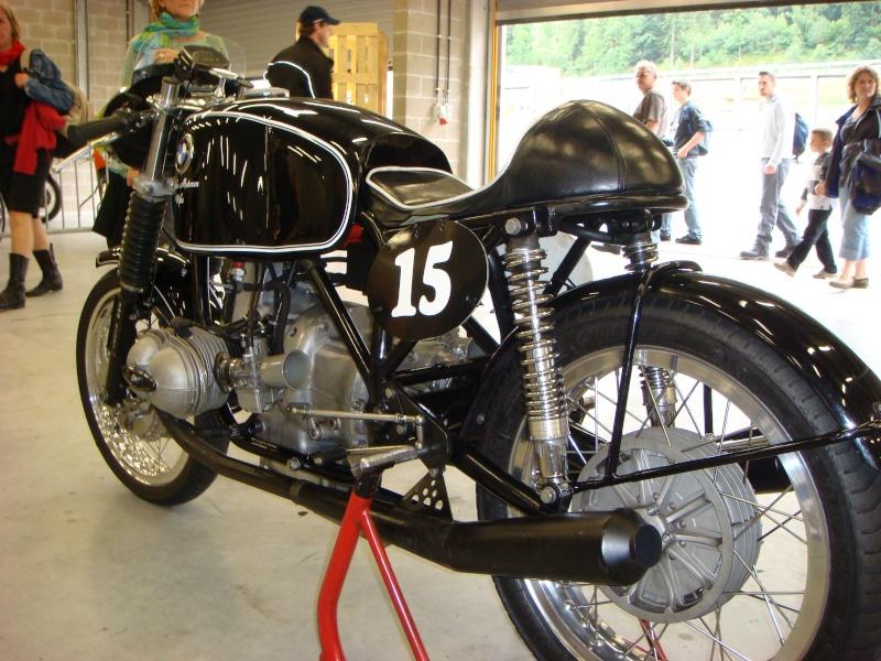 C'est ici qu'on met les bien molles....BMW Café Racer - Page 2 Dsc00410
