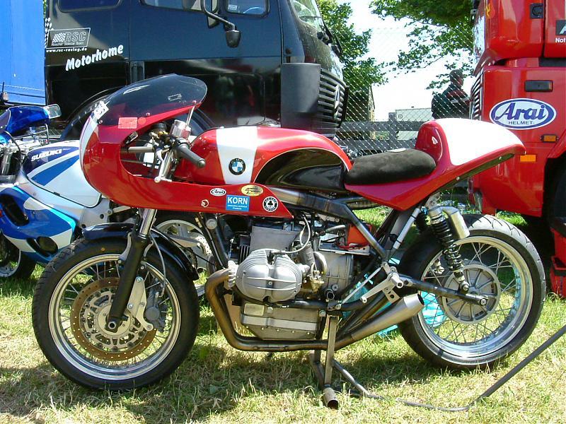 C'est ici qu'on met les bien molles....BMW Café Racer - Page 2 Dscf0810