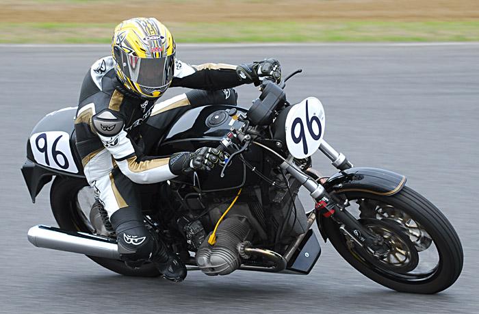 C'est ici qu'on met les bien molles....BMW Café Racer - Page 2 Kawa-r10
