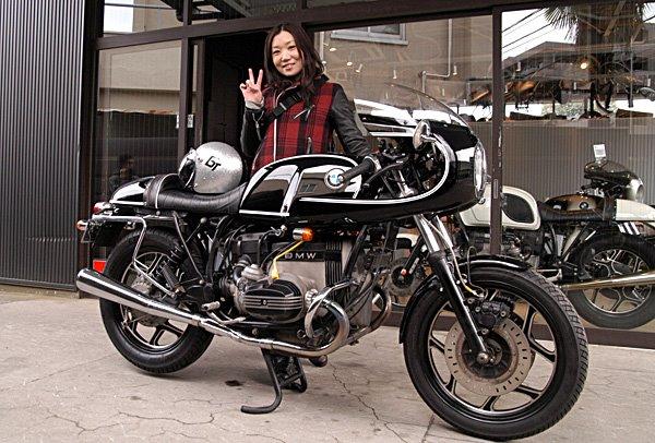 C'est ici qu'on met les bien molles....BMW Café Racer - Page 2 Rocket10