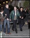 Robert Pattinson, Kristen Stewart , Taylor Lautner et Chris Weitz, à Paris, le 10 Novembre 2009... 00812