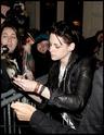 Robert Pattinson, Kristen Stewart , Taylor Lautner et Chris Weitz, à Paris, le 10 Novembre 2009... 01312