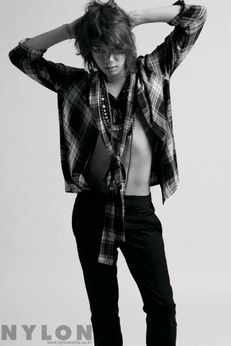 Kim Heechul pose pour NYLON 20091110