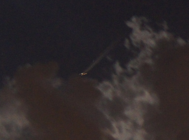 2013: le 26/04Lumière étrange dans le ciel  - Dunkerque (France)  - Page 2 Avion_10