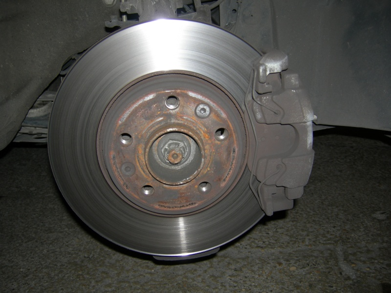 [Tuto] Remplacement des disques et plaquettes de frein Avant Dscn8514
