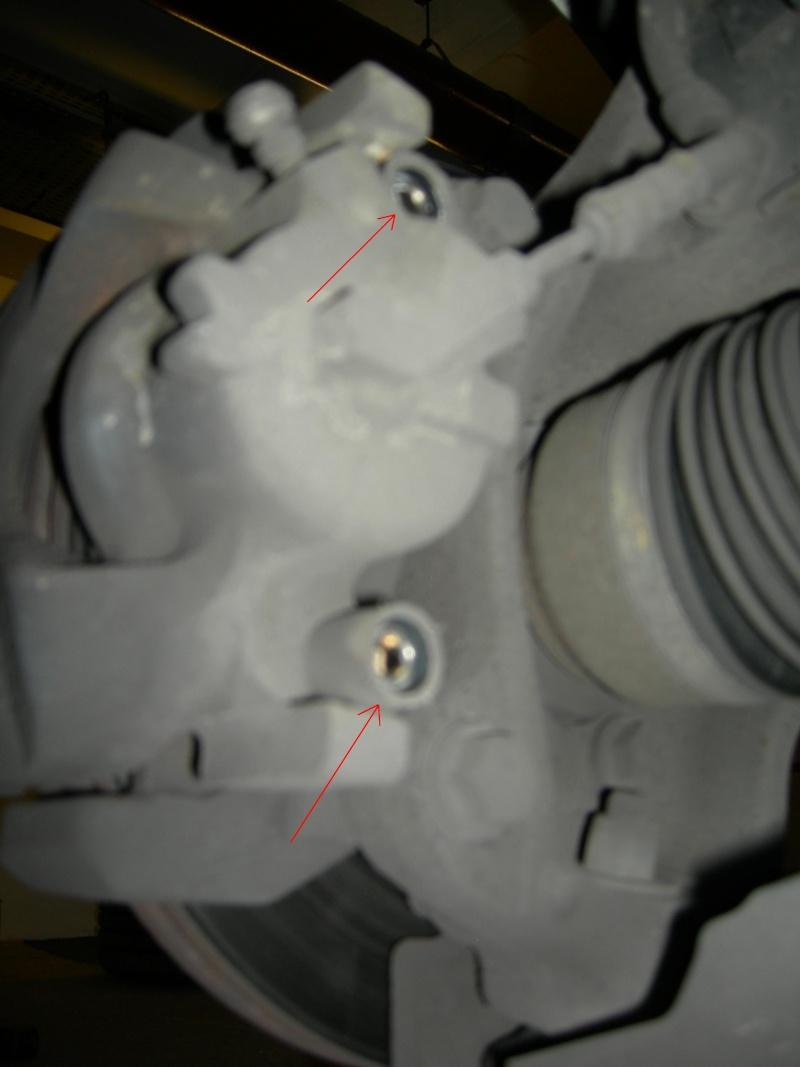 [Tuto] Remplacement des disques et plaquettes de frein Avant Dscn8612