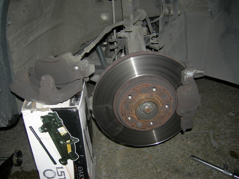 [Tuto] Remplacement des disques et plaquettes de frein Avant Dscn8614