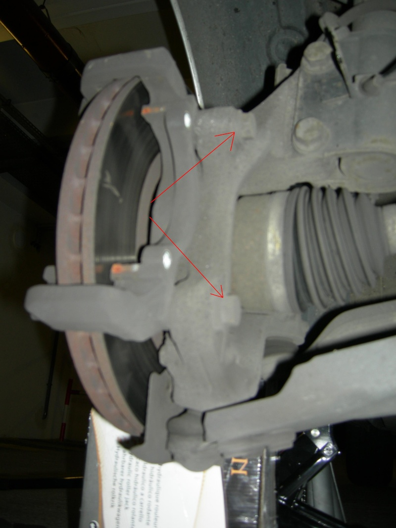 [Tuto] Remplacement des disques et plaquettes de frein Avant Dscn8616