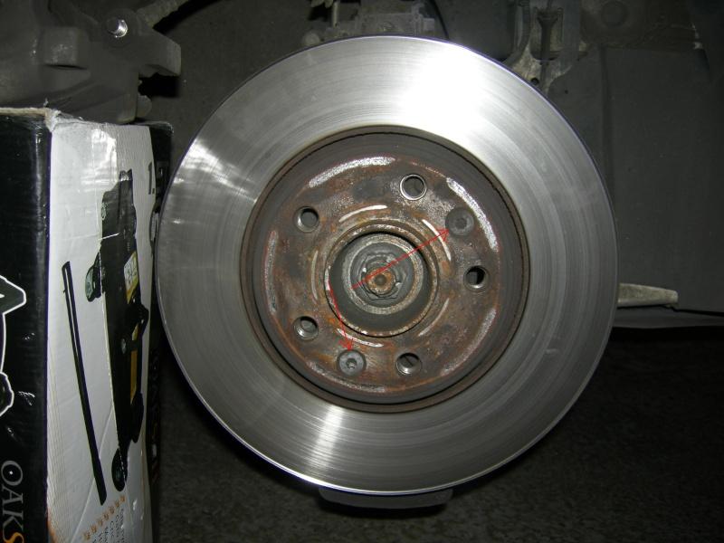 [Tuto] Remplacement des disques et plaquettes de frein Avant Dscn8617