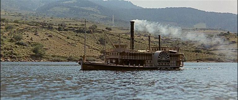 Les bateaux (et tout ce qui flotte)...dans les westerns. Vlcsn382