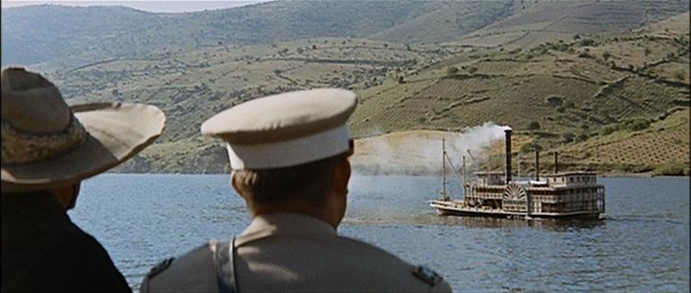 Les bateaux (et tout ce qui flotte)...dans les westerns. Vlcsn383