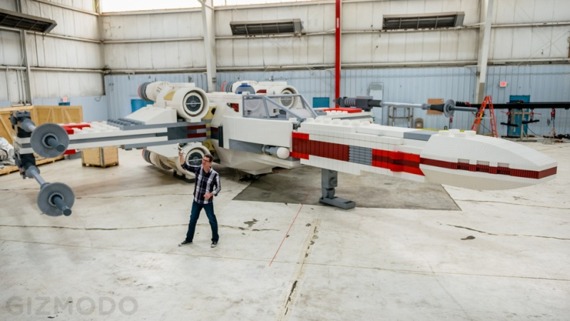 Full scale LEGO X-Wing Fighter - the largest model in history! Zzk-bi10