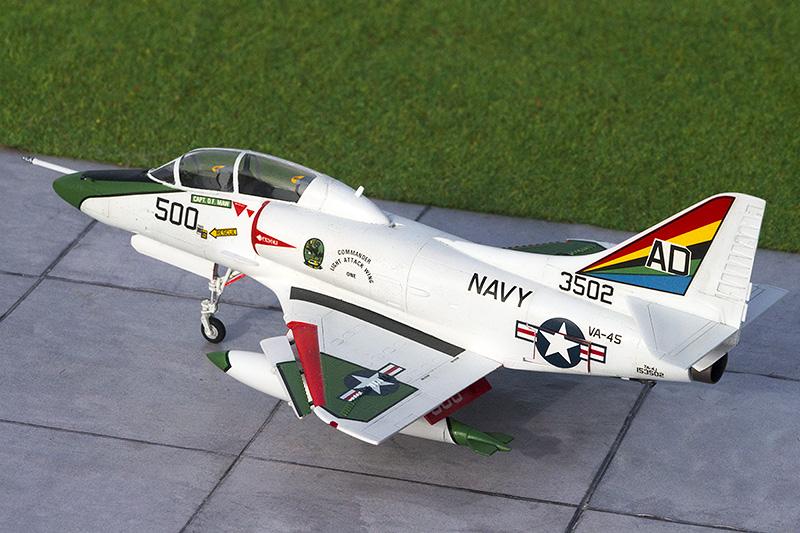 TA-4J  Skyhawk - Page 2 1417_t10