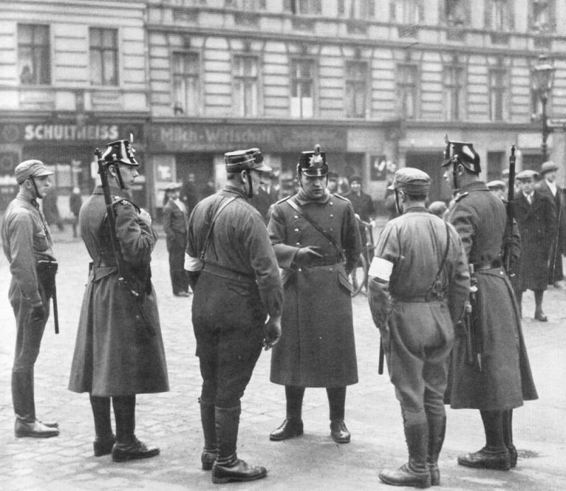 La Sturmabteilung,SA,la section d'assaut de la NSDAP, 1310