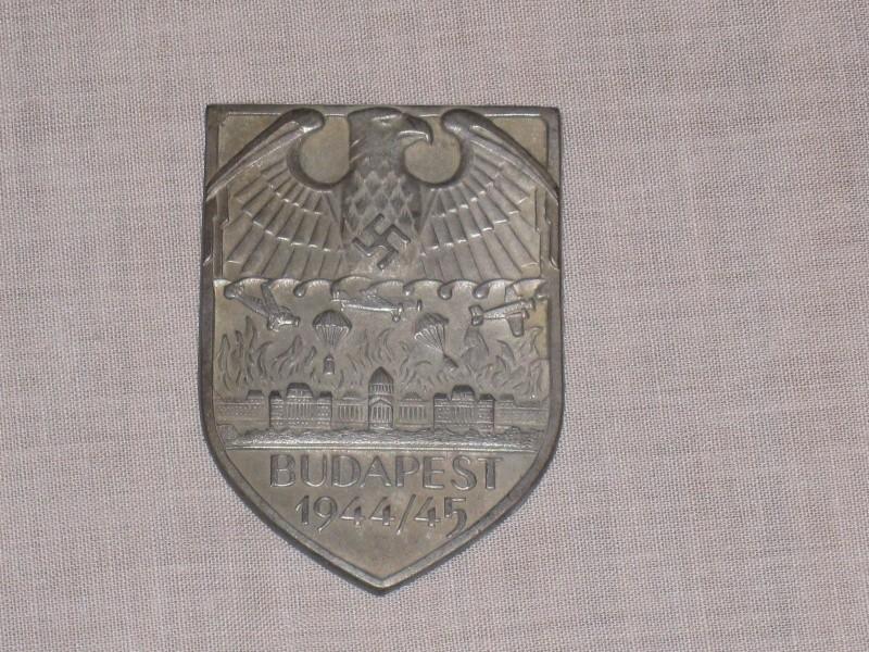 Les Plaques de bras de la Wehrmacht Budape10