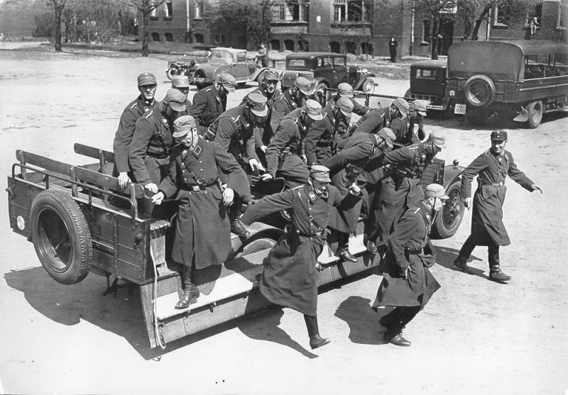 La Sturmabteilung,SA,la section d'assaut de la NSDAP, Feldpo12