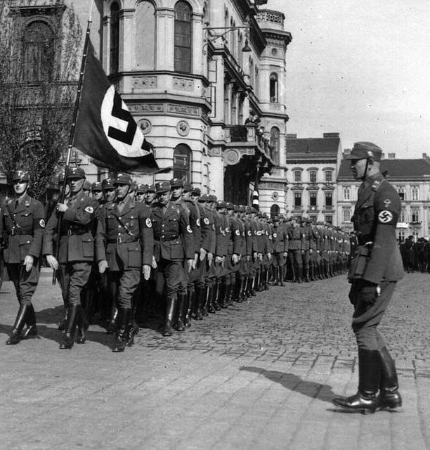 La Sturmabteilung,SA,la section d'assaut de la NSDAP, Oest_l11