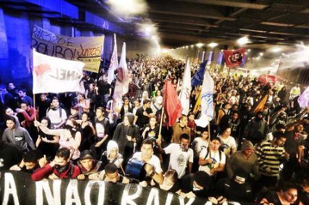 Brésil        - Page 2 Protes10