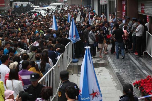 L'image du jour : 10 000 chinois font la queue pour acheter de l'or  00000011