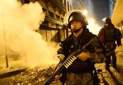 Manifestations au Brésil: la plus grande mobilisation des 20 dernières années contre la vie chère et la coupe du monde  Media_10