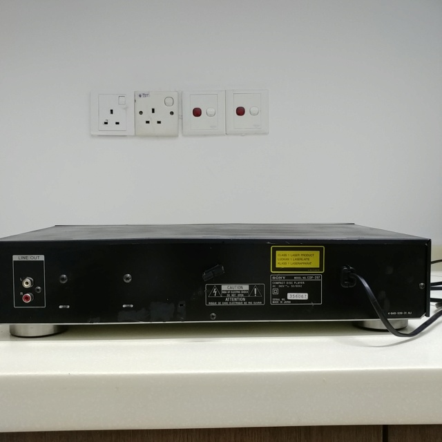 Sony CDP-297 CD player with remote 20200845