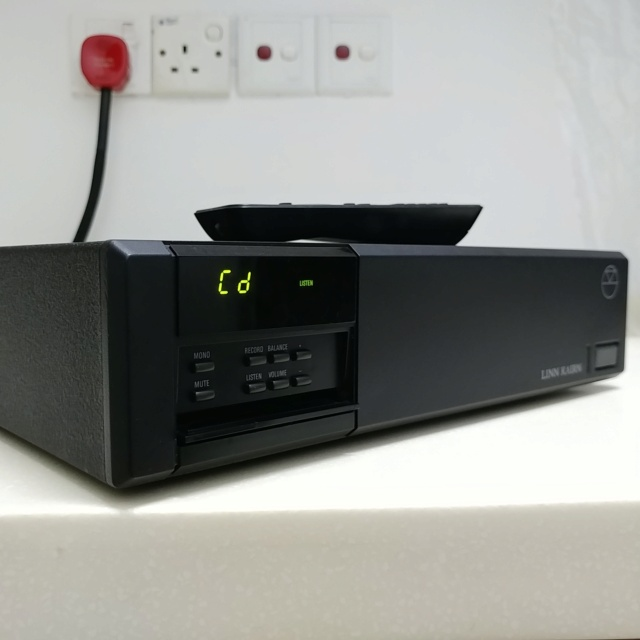 Linn Kairn Stereo British pre amplifier with remote 20210417