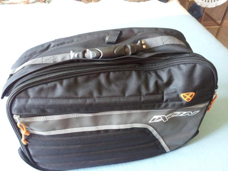 Vend sacoches cavalière et support top case Monokey levable 20130517