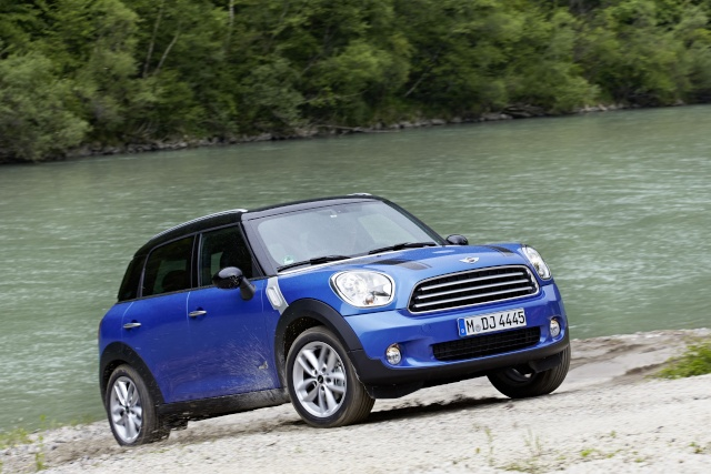 MINI extends its range of all-wheel models to include the MINI Cooper Countryman and Paceman P9012410
