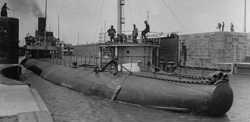 """Le """"John ericsson"""" navire à dos de baleine. - Page 3 Croppe11"""