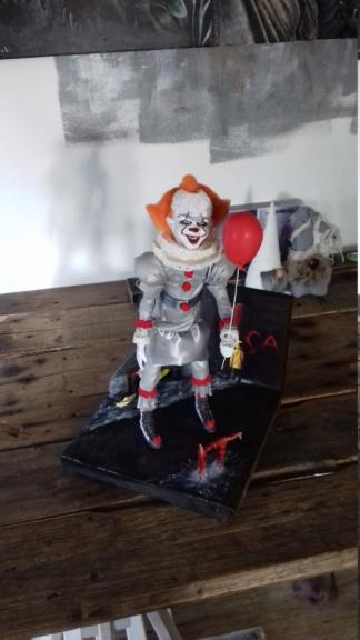 it (stephen king) sculpture  20181211