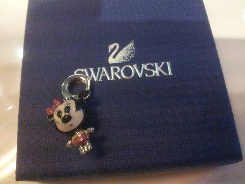 Bijoux Disney (Swarowski, Disney couture et autres) - Page 5 94280910