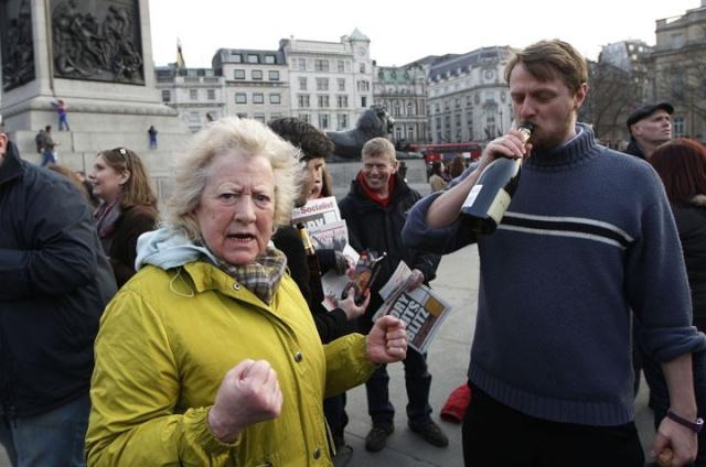 Британская полиция разогнала праздновавших смерть Маргарет Тэтчер 13654910