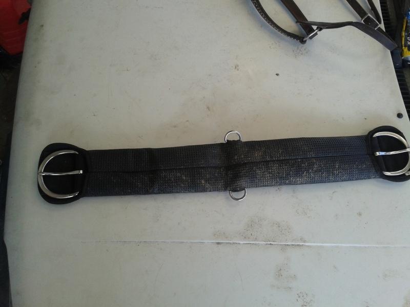 Vends selle western H'Weist + Collier de chasse + porte selle 20130612