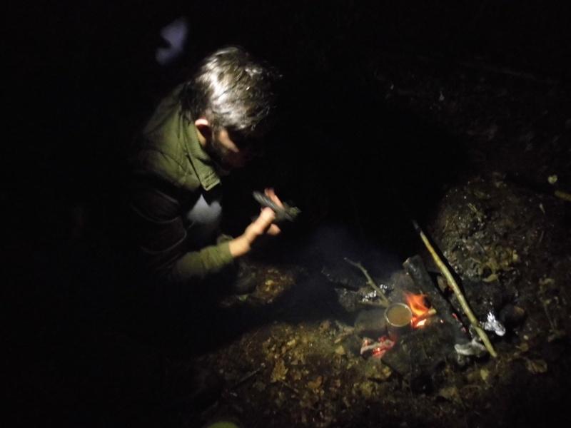 Bretagne : Avec abris de survie & tente de sudation  P1010210