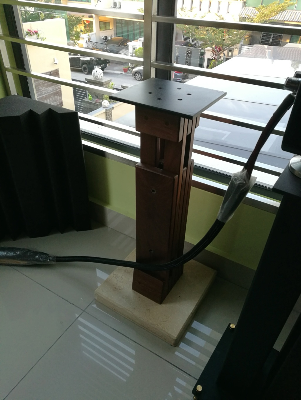 Unison CDP player, Timber speaker stand, Silver Ribbon Magnetic platform  Img_2032